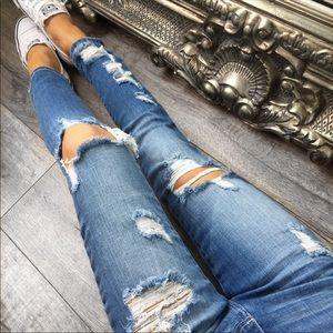 💞REPOSH💞 Beachin Destroyed Ankle Jeans
